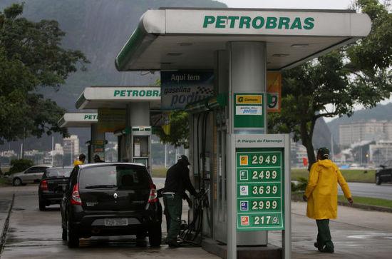 新华社里约热内卢12月5日电(记者陈威华 赵焱)中国国家开发银行(国开行)副行长蔡东与巴西石油公司(巴油)总裁帕伦特5日在里约热内卢巴油总部举行会谈,双方正式签署50亿美元石油贸易融资协议。